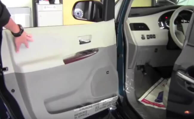 How to Open Gas Tank on Toyota Sienna (Upd. 2019)
